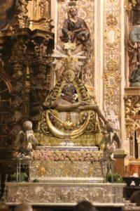 La Virgen en su Trono